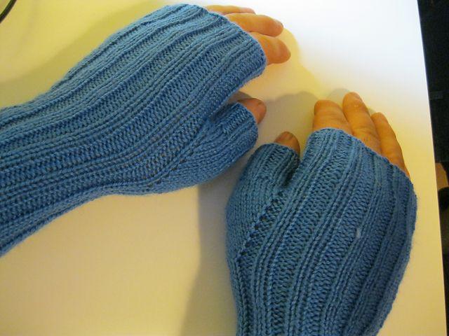 Knitting Patterns Galore - Fingerless Gloves for Men gloves Pinterest K...