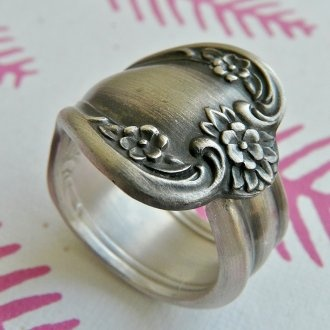 Antique silver spoon.: Ring Daybreak, Jewelry Vintage Style, Make Spoon Rings, Silver Spoons, Style Pinboard, Antique Silver, Antiques