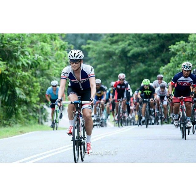 Ascenders Team rode hard at last week's 167km Perak Century Ride up in northern Malaysia. Here's Patrick riding away from the bunch in a performance that saw him averaging 35 kph over the entire course. In RedWhite bibs of course.  Image courtesy of Cyclery.  www.redwhite.cc  #redwhiteapparel #wymtm #shutuplegs #cycling #cyclist #ciclismo #bicicleta #bicycling #bicycle #strava #stravacycling #stravaproveit #velo #igerscycling #instabike #fitness #motivation