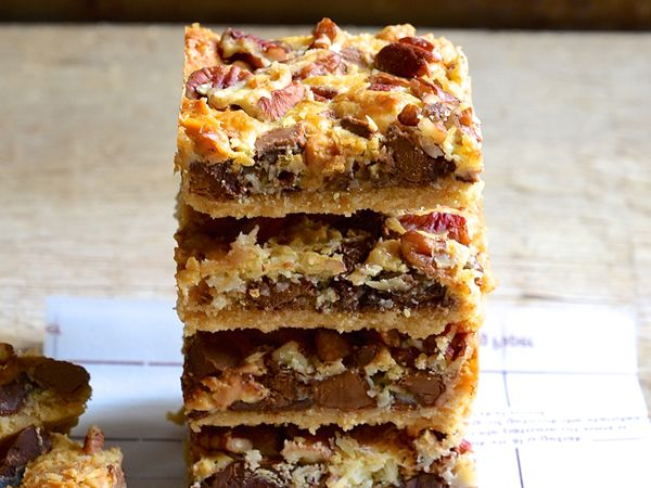 Peanut butter and caramel toffee chocolate bars http://www.eatout.co.za/recipe/peanut-butter-caramel-toffee-chocolate-bars/