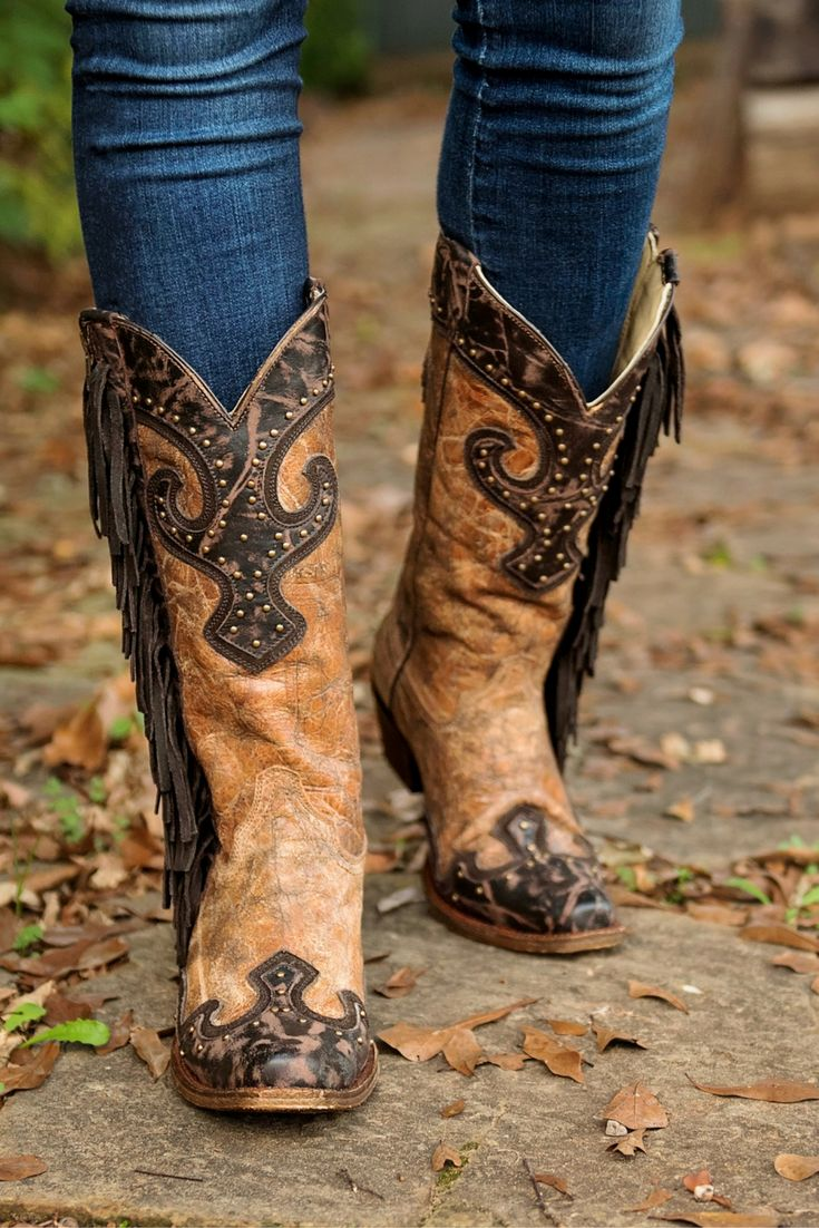 Corral Women's Tan with Chocolate Accents and Studs with Side Fringe Western Snip Toe Boots