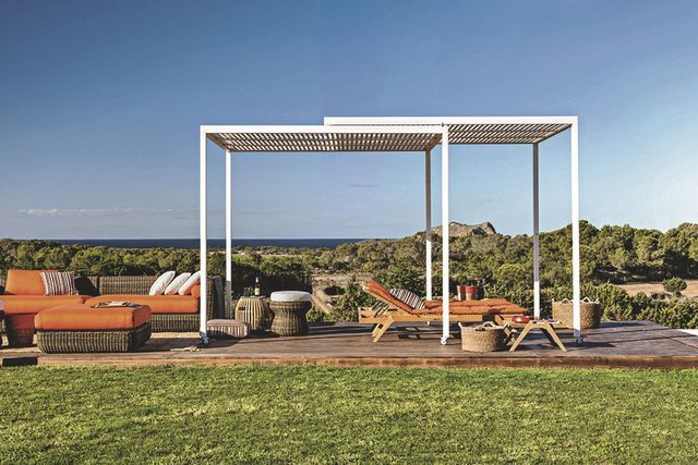 pergolas abris de jardin pour se prot ger du soleil en. Black Bedroom Furniture Sets. Home Design Ideas