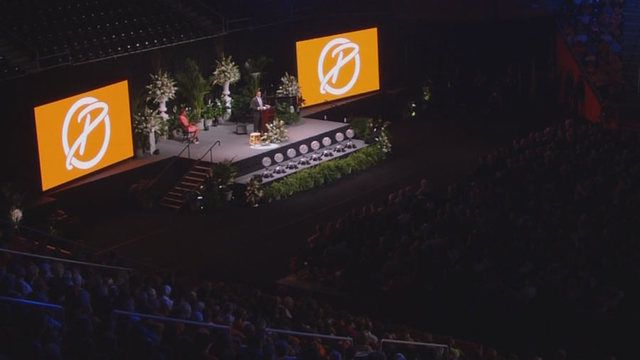 Legendary University of Tennessee women's basketball coach Pat Summitt has been honored at a memorial service open to the public in Knoxville.