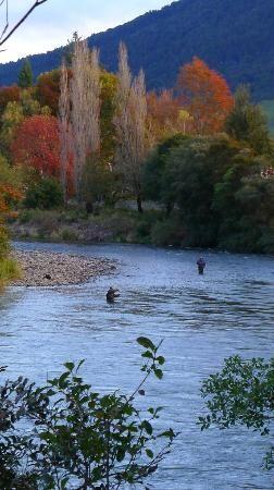 Fly fishing in the Tongariro River, Turangi