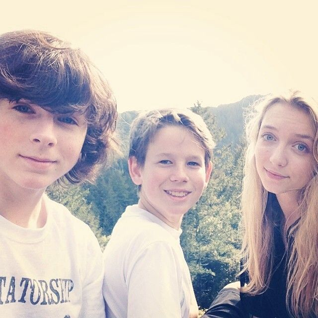 hana hayes and chandler riggs relationship marketing