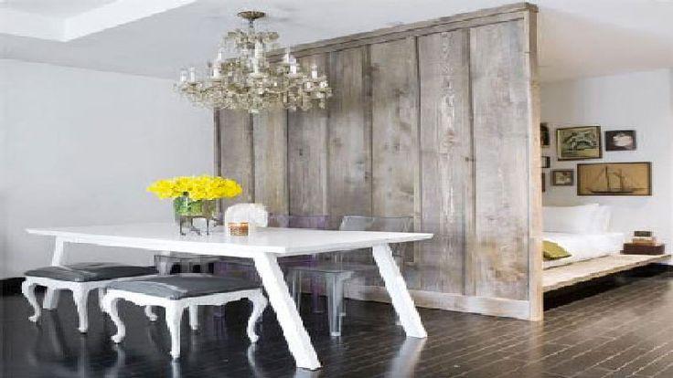 Séparer une pièce en deux espaces distincts est souvent nécessaire pour ne pas mélanger les genres ! Séparer le dressing ouvert sur la chambre, la cuisine qui donne dans le salon, ou encore isoler les volumes aux fonctions différentes dans un petit appartement, outre l'effet déco, augmente l&#0