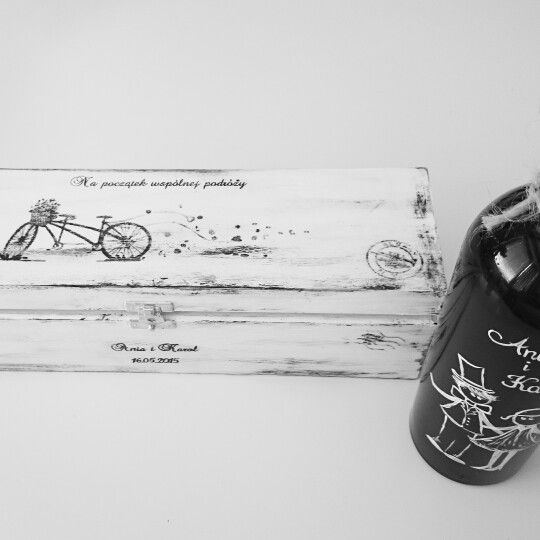Bottle of wine hand painted by me ( Lovedomowe)  and box included