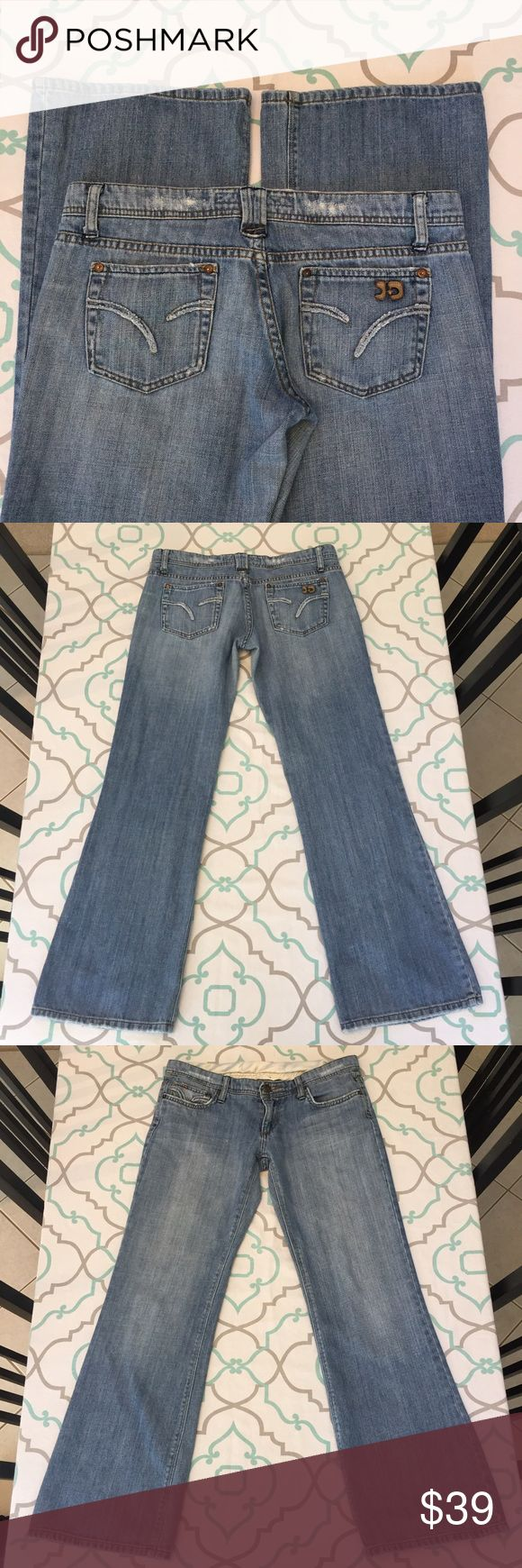 """💙💘Joe's Jeans! 29 7/8 Old School 100% Cotton💘💙 💙💘Joe's Jeans. Light Medium Blue Wash. 100% cotton for that old school look feel and vibe. Perfect with your favorite vintage rock tee or party top. No stretch. Light Fading. Light distressing. Very Light Fray. Low 7"""" rise. 30.5"""" inseam. 15.75"""" flat across back. Ask me any questions!💘💙 Joe's Jeans Jeans Flare & Wide Leg"""