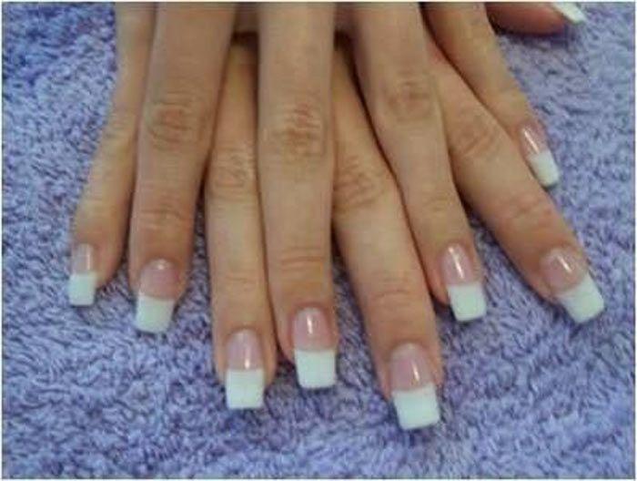 Um excelente remédio caseiro para unhas fracas e quebradiças éaplicar antes de qualquer esmalte uma base caseira fortalecedora de unhas. Ingredientes crav