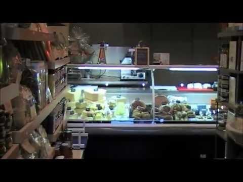 Installation d'une Vitrine Réfrigérée et d'une Chambre Froide à Villefranche-sur-Saône et Fourniture du matériel de Process.    Casa Solari, épicerie fine à Villefranche-sur-Saone. Eurofroid Calade, fournisseur et installateur d'équipements de cuisine pro à Lyon, Villefranche-sur-Saône, Mâcon, Bourg-en-Bresse, Dijon, Région Rhône-Alpes.