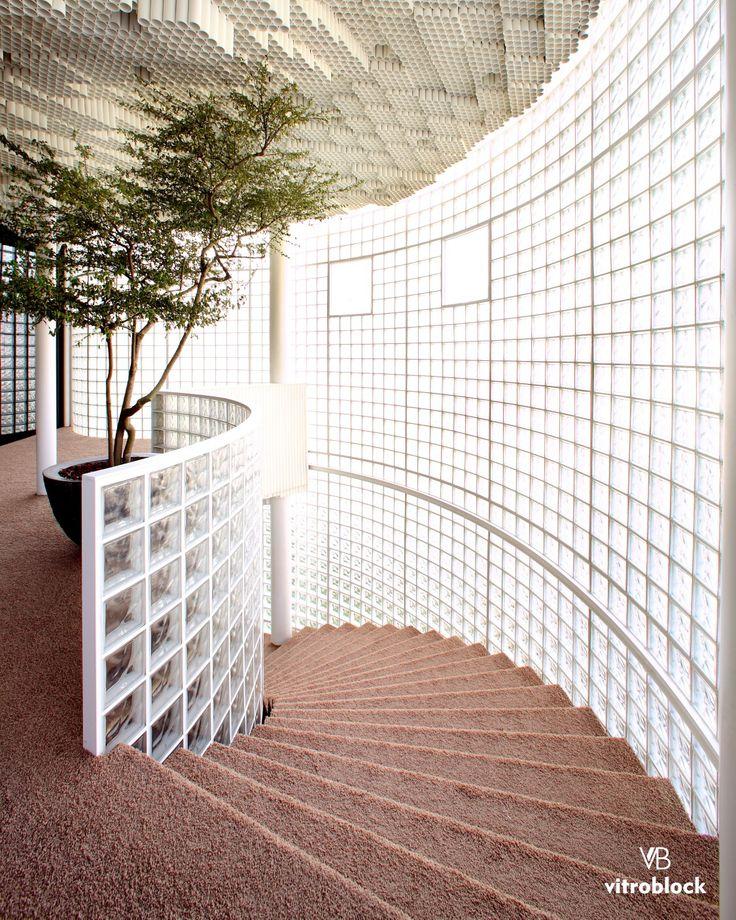 Estructura arquitectónica totalmente de ladrillos de vidrio! ⚬Aplicación de modelo nube incoloro. . . . #LadrillosDeVidrio #Ambientes #Estilo #Elegancia #Diseño #DiseñoDeInteriores #Arquitectura #LadrilloDeVidrio #TaichungUpdownCourt #Taichung #Taiwán #Ideas #Construciones #Obra #Arte