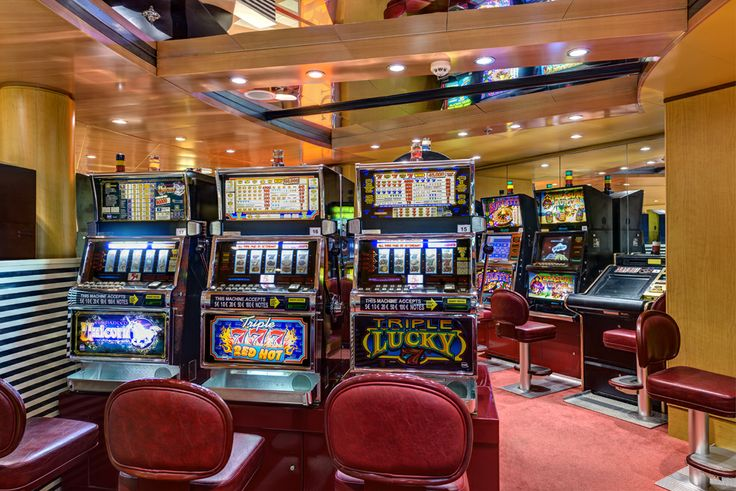 Open when at sea our on-board casino has a wide variety of slot machines for high adrenaline. Try your luck, you may be the next winner!
