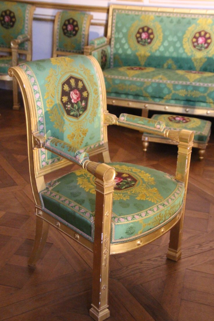 Furniture Fontainebleau ... look at those colours