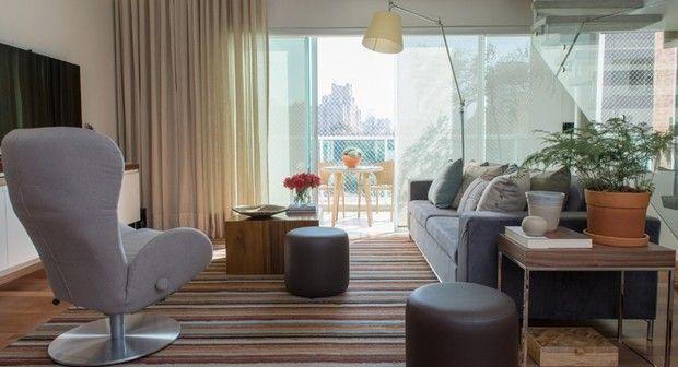 apartamento duplex; ah!sim; cores neutras; madeira; laca branca (Foto: Manu Oristânio/Divulgação)