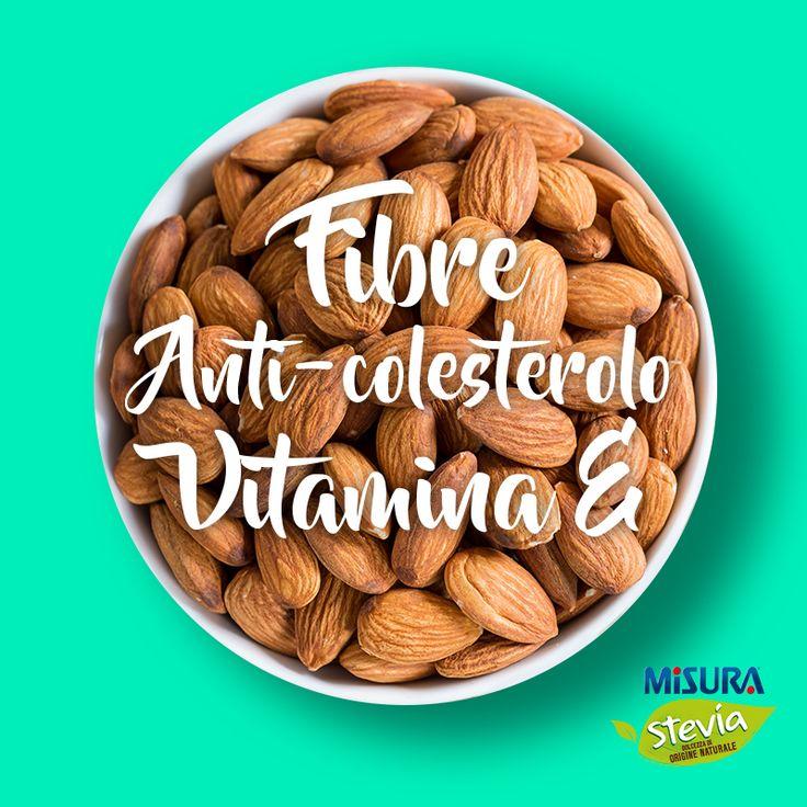 """In cerca di uno spuntino buono e sano? Provate con 15 mandorle, possibilmente con la """"buccia"""" perché è ricchissima di antiossidanti!  #mandorle #almonds #healthyfood"""