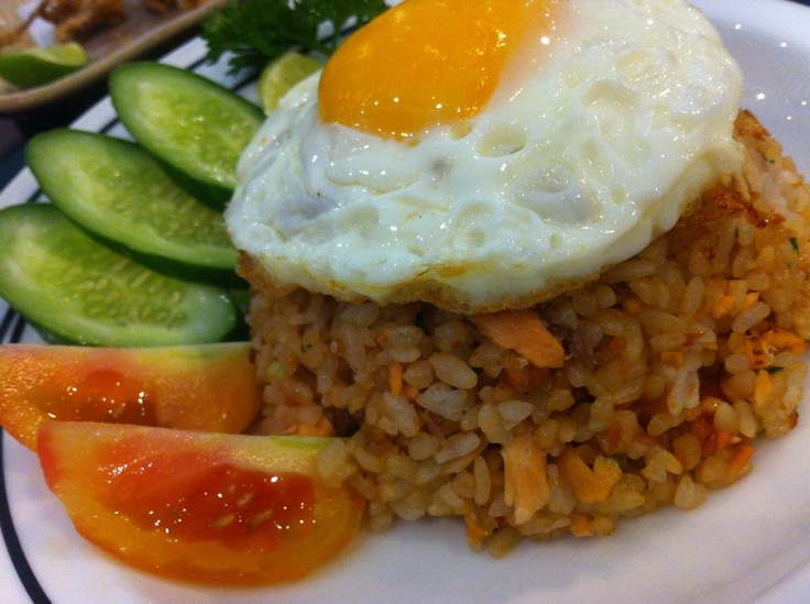Fried rice with egg, Thai fried rice and Fried rice on Pinterest