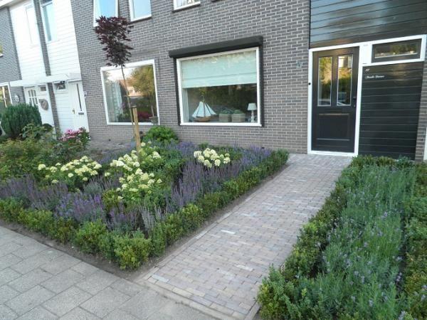 Voortuin idee voortuin pinterest gardens for Kleine voortuin ideeen foto s
