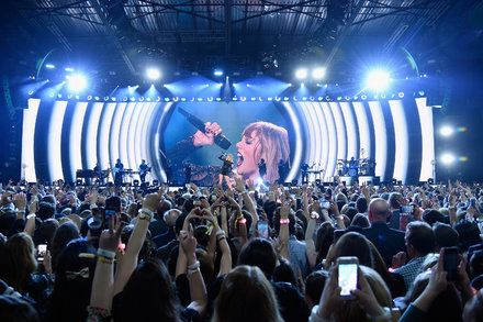 Now on Stage: The Countdown to a New Taylor Swift Album