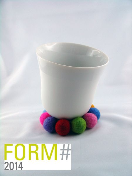 YOU / Porzellan Tasse mit Filzkugeln, Biskuit, von soprana design auf DaWanda.com. Ausgezeichnet mit FORM`14, Tendence 2014 Messe Frankfurt. Tasse ideal für den Milchkaffee, aber auch als Suppentasse, Snacktasse! Super Geschenk für die beste Freundin.
