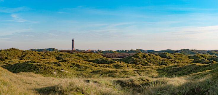 Leuchtturm Norderney ►►  In der Inselmitte gelegen dient unser Leuchtturm auf Norderney nicht nur der Schifffahrt als Signal zur Orientierung, sondern bietet seinen Besuchern rund 60 Meter über dem Meeresspiegel auch einen atemberaubenden 360-Grad-Blick über die Insel und das Wattenmeer. Sie können den Leuchtturm Norderney von April bis Oktober täglich zwischen 14.00 und 16.00 Uhr besteigen.