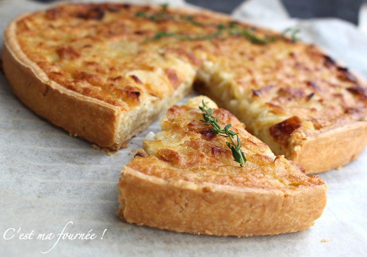 Tarte aux oignons de Felder 125g de beurre à température ambiante 200g de farine type 55  1/2 teaspoon de fleur de sel (3g) 30g de lait froid 1 jaune d'oeuf froid