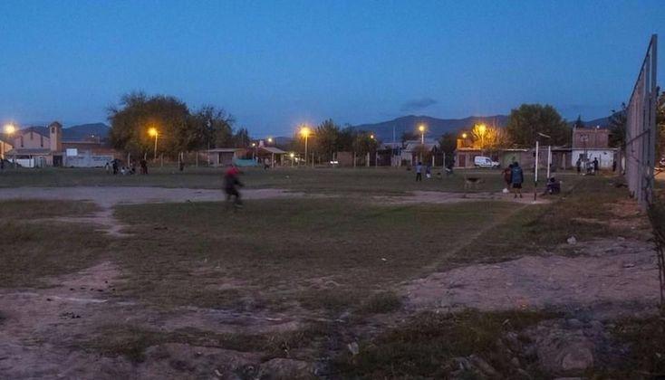 Vecinos piden un colegio secundario: El edificio escolar debería construirse en un espacio público, donde actualmente hay dos canchas de…