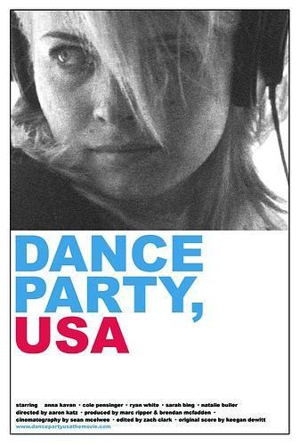 DVD CINE 2112-I - Dance party USA (2006).Dir.: Aaron Katz.. Drama.. Romance. Adolescencia. Sinopse: dous apáticos adolescentes, Jessica e Gus, teñen un encontro na casa de Bill, durante a festa do 4 de xullo. A súa relación vai máis aló cando Gus confésalle o seu segredo e comeza a exporse as súas relacións cos demais.