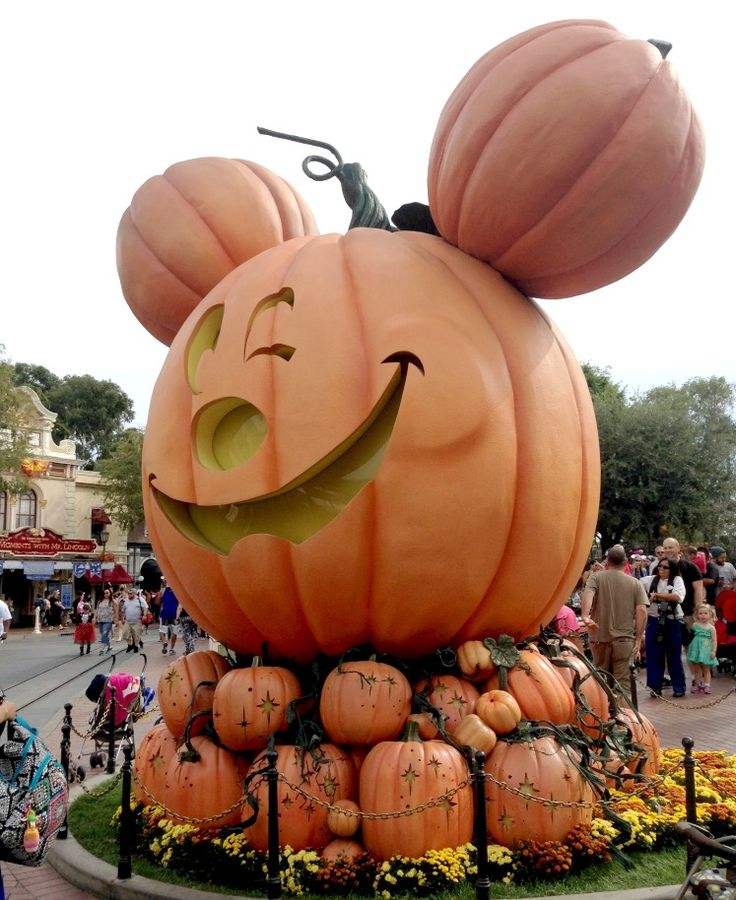 How to Halloween at Disney this year.