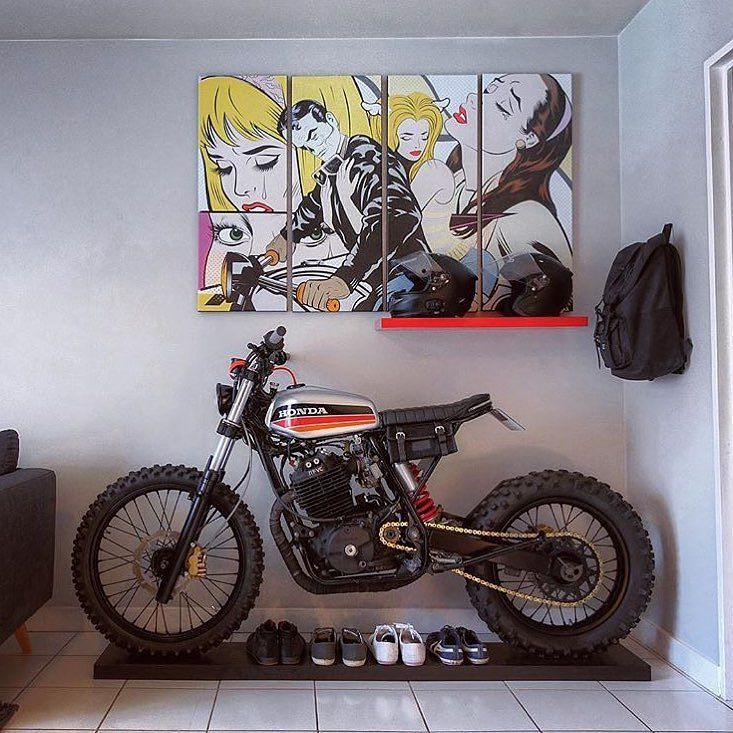 Living room goals. Honda XR600 by @dinamaxxxx. #xr600 #dualsport #scrambler #tracker