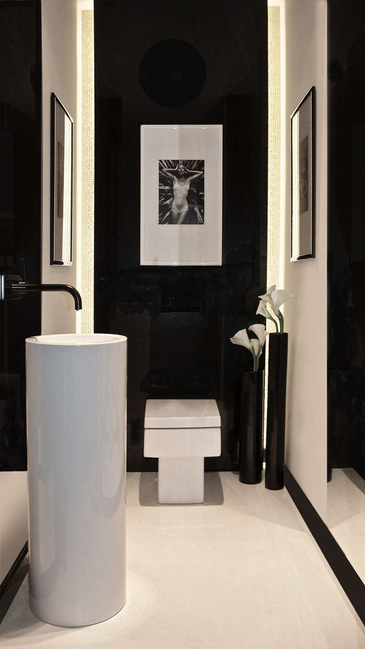 Powder room - black and white - modern // Design Aleksandra Miecznicka