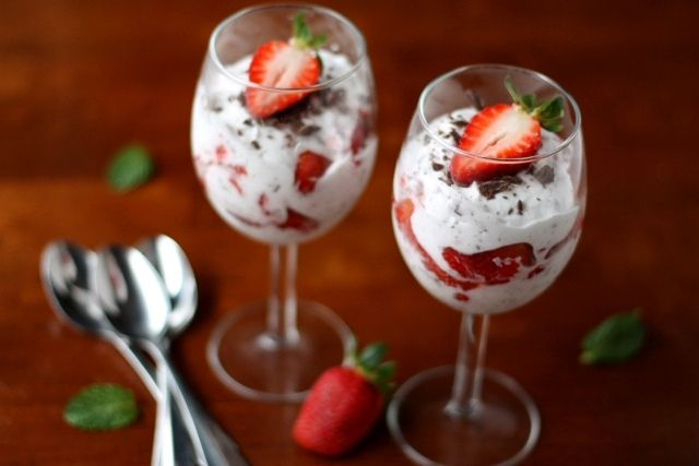 Strawberries and Chocolate FoolChocolate Strawberries, Yummy Food, Sweets Treats, Sweet Treats, Chocolates Fools Must, Easy Desserts, Chocolates Strawberries, Favorite Recipe, Whipped Cream
