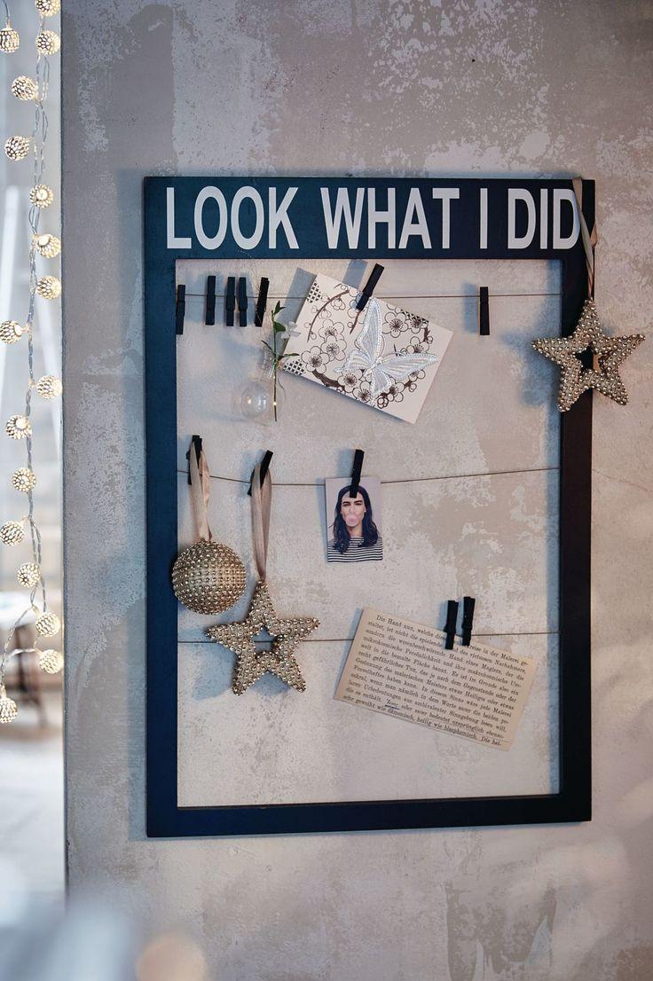 """Der rustikal gearbeitete, lackierte Rahmen mit Wording """"Look what I did"""" gibt alles preis - so originell mit Wäscheklammern an den drei waagerechten Jutebändern fixiert, geht keine einzige Erinnerung verloren und jeder, der interessiert ist, kann sie sehen. #Pinnwand #warm&cosy #Impressionenversand"""