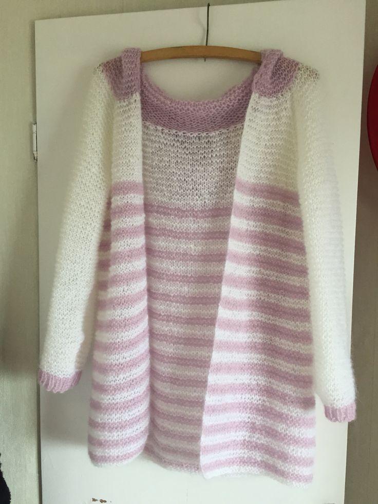 Sommerlett jakke,strikket i Amor garn fra Sparkjøp Dobbel tråd,p nr 5,5 og raglanfelling til ermer.  Deilig lett og myk. Perfekt til sene sommerkvelder
