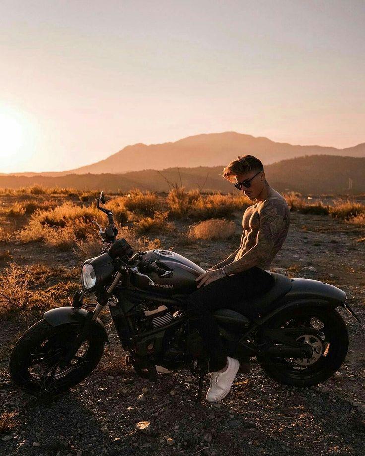 Мужик на мотоцикле картинка