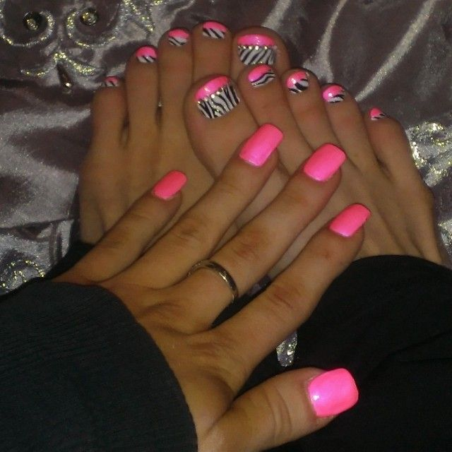 Love the finger nails...  The animal print toes are just no..  Anything in animal print is a big old no!