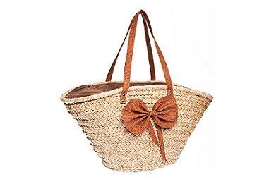 Straw bag for the beach. just lovely! http://www.i-live.gr/th-tsanta-thalassas/ #woman