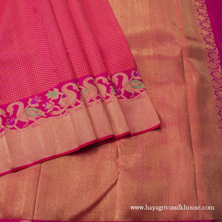 A pure silk Saree that you can wear for work and for simple occasions as well! A perfect combination of tradition and elegance! #WeddingSilkSaree #BuySareesOnline #Hayagrivas #HayagrivasSilkSaree #HandwovenSilkSaree #WeddingSareesOnline