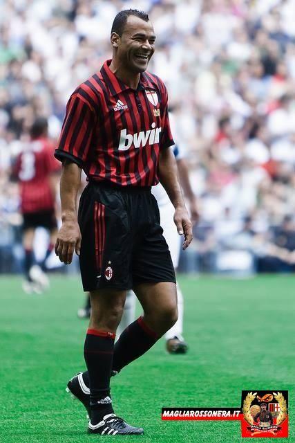 "Marcos Evangelista de Moraes ""CAFU""; 1990–1994 São Paulo BRA, 1995 Real Zaragoza SPA, 1995 Juventude BRA, 1995–1997 Palmeiras BRA, 1997–2003 Roma ITA, 2003–2008 MILAN"