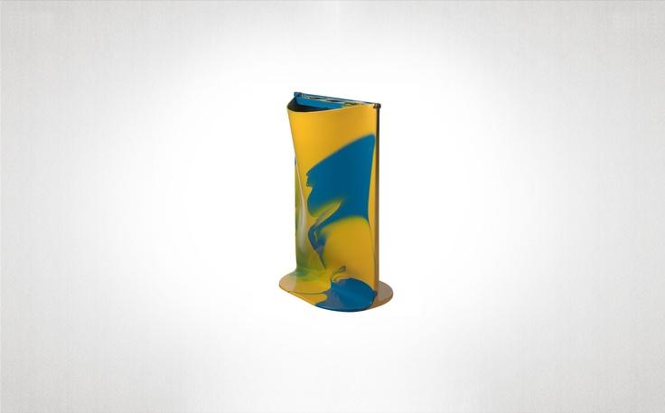 FishDesign/Gaetano Pesce: Flat rain giallo e azzuro  Ottobre 2009  Porta ombrelli in resina. Giallo e azzuro.