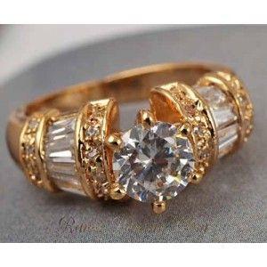 Cincin Kristal untuk Pria Ring 7 US SizeCincin ini berlapis emas asli 9 karat dengan model yang cukup antik, cincin ini cocok untuk pria dewasa berumur 30 sampai 50 tahun.