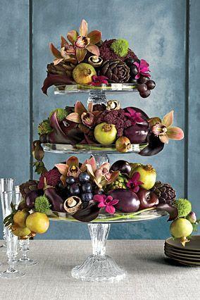 Composé d'artichauts , d'aubergines de champignons et de divers cucurbitacées ce centre de table a étage  met parfaitement en valeur la multitude de couleur que nous apporte le légumes de l'automne.