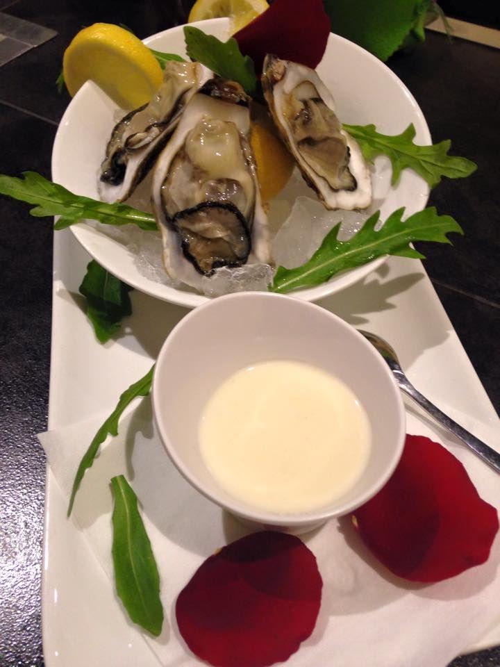 Le ostriche ubriache con salsa di champagne - Oysters with champagne sauce #food #tasty #dishes L'Ostrica Ubriaca - Cagliari