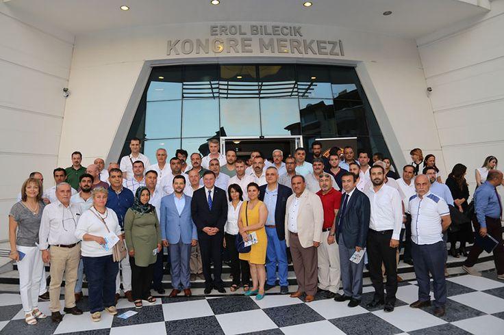Hatay Büyükşehir Belediyesi katkılarıyla Antakya Ticaret ve Sanayi Odası (ATSO) ev sahipliğinde düzenlenen 'Hatay Ekonomi Gelişme Programı' toplantısı yoğun katılımla gerçekleştirildi.  Erol Bilecik Konferans Merkezinde gerçekleştirilen toplantıya Hatay Büyükşehir Belediye Başkanı Doç. Dr. Lütfü Savaş, HBB Genel Sekreteri Prof.Dr. Mehmet Maden, HBB Başkan Danışmanları Ömer Faruk Çelebi ve Aylin Akad, CHP İl Başkanı Mehmet …