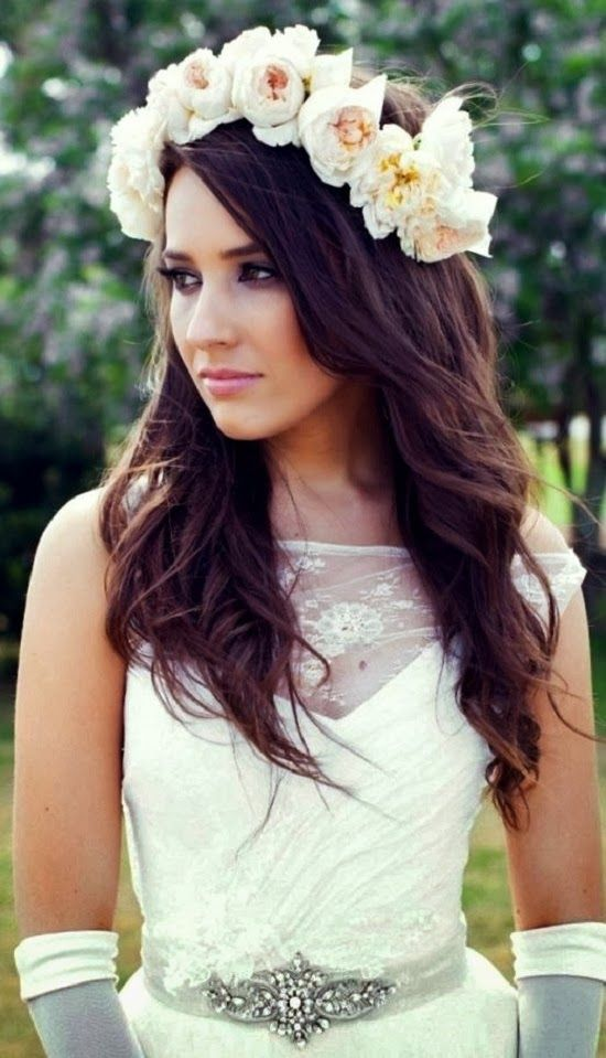 NOVIAS CON CORONA DE FLORES / Flowers Bridal style