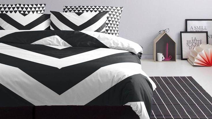 Het trendy Damai Chevron dekbedovertrek is gemaakt van 100% percale katoen en is ideaal voor in een zwart-wit interieur. In diverse maten leverbaar.