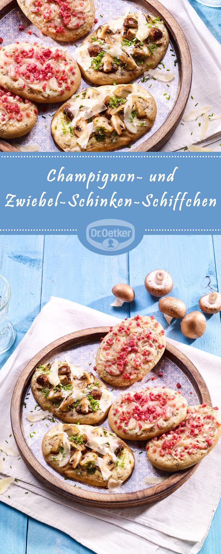 Champignon- oder Zwiebel-Schinken-Schiffchen: Kleine Hefeteig-Fladen mit Champignon- oder Schinken-Zwiebel-Belag