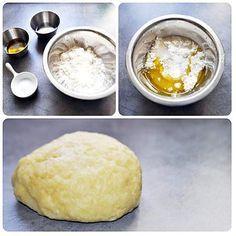 La meilleure recette de Pâte à Empanadas : en moins de 1 minute! L'essayer, c'est l'adopter! 4.8/5 (12 votes), 13 Commentaires. Ingrédients: •125gr. De farines blanches ou autres. •4cl. D'eau (40gr.) •4cl. D'huile d'olive (40gr.) •1 pincée de sel.