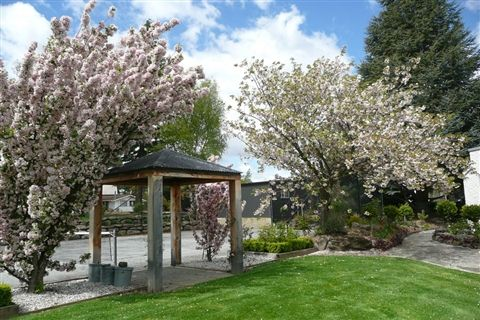 Perfect open space for an outdoor garden wedding.