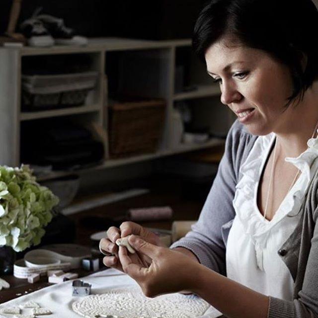 Tomorrow is another Hand Building Workshop. I love spending time with people who are passionate about expanding their creativity. Sharing my skills, and watching what everyone makes with their own hands makes me a happy soul #marleyandlockyerworkshops 📸by @sharyncairns for @countrystylemag ❤️