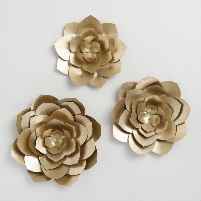 A Trio Of Gilded Blooms Projects A Dimensional Effect On Your Wall With Layered Metal Petals Crafted Metal Flower Wall Decor Metal Wall Flowers Gold Wall Art